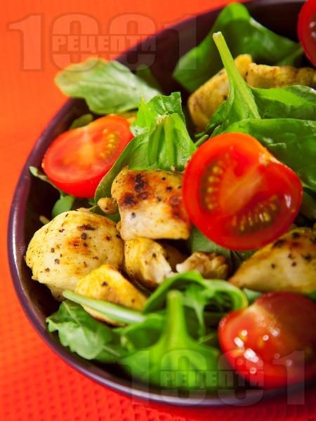 Спаначена салата с пиле и домати - снимка на рецептата